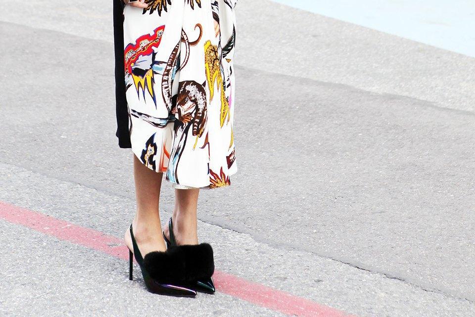 Кимоно, перья и сэтчелы на гостях показов Paris Fashion Week. Изображение № 16.