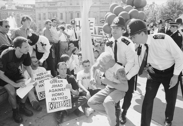 Геи против геев: Кто придумал разоблачать гомосексуальность политиков. Изображение № 8.