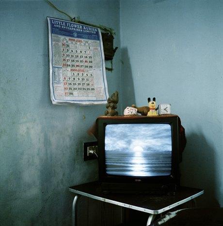 «Перед экраном»:  Зазомбированные  телезрители. Изображение № 10.