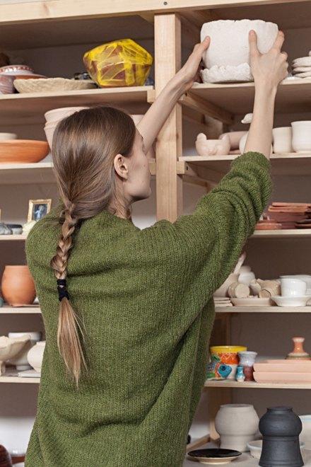 Керамист Мария Колосовская у себя в мастерской. Изображение № 5.