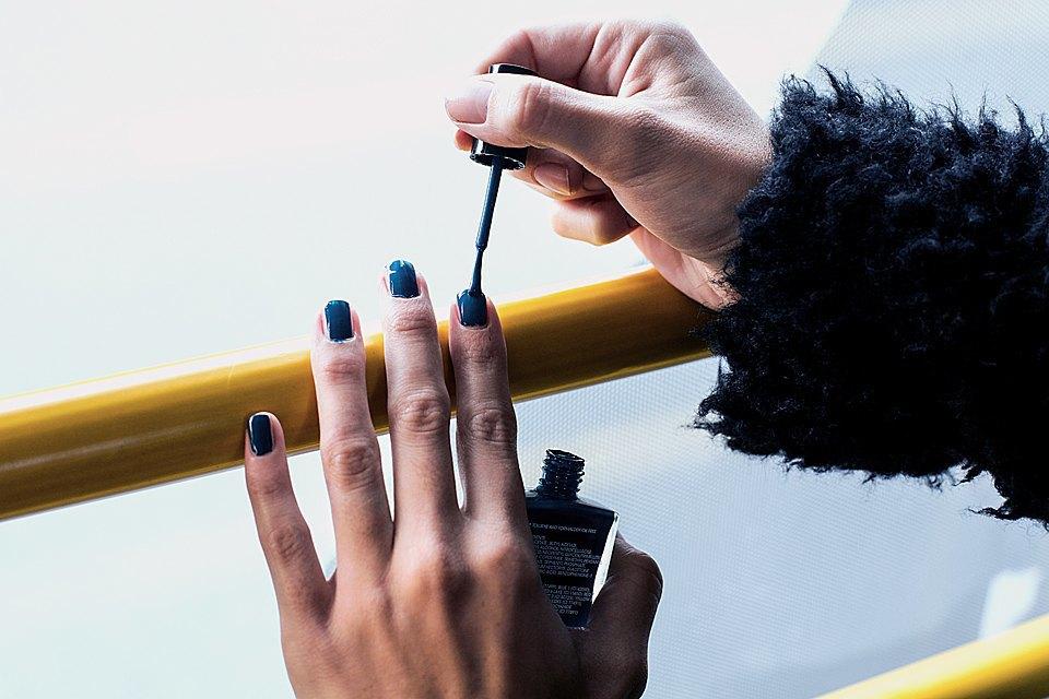 На ходу: Как накрасить ногти  в транспорте. Изображение № 4.