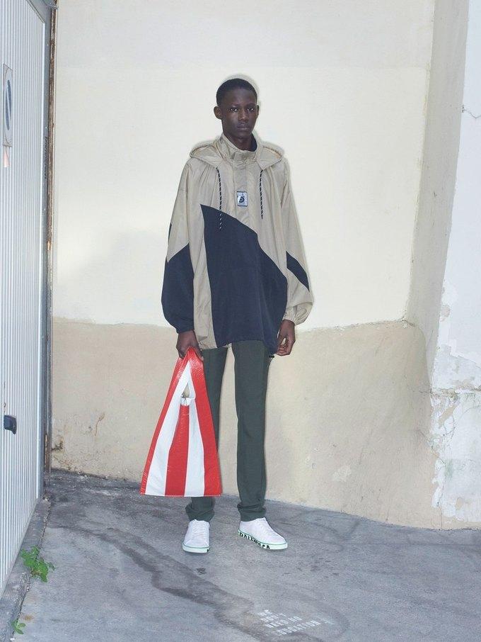 В новом лукбуке Balenciaga снялись обычные парижане. Изображение № 36.