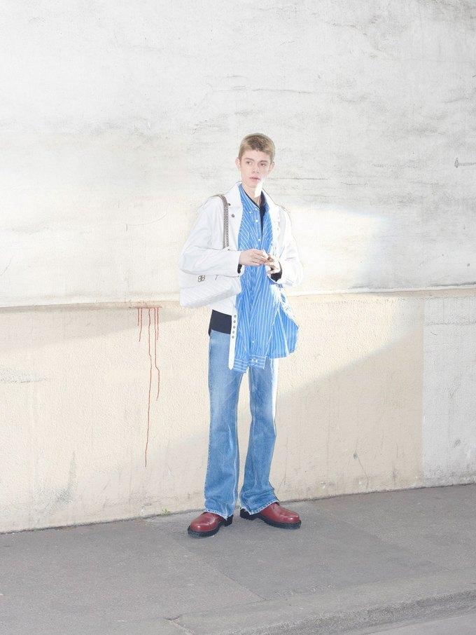 В новом лукбуке Balenciaga снялись обычные парижане. Изображение № 31.