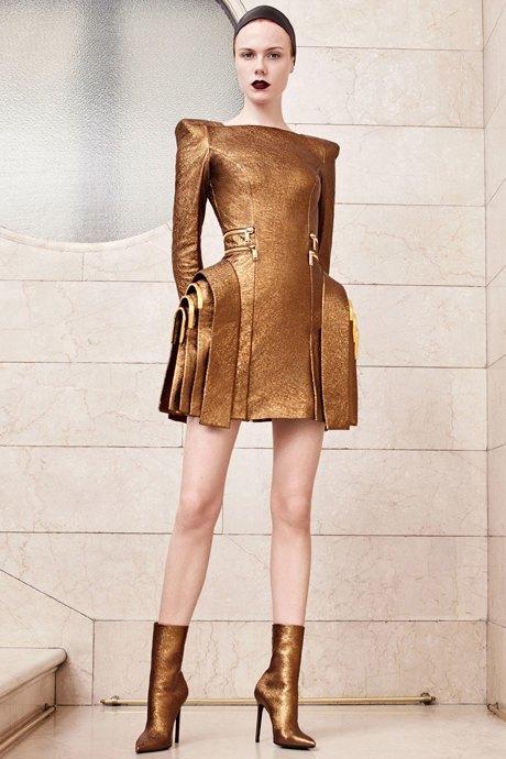 Как одеться в стиле 2000-х: 10 актуальных образов . Изображение № 4.