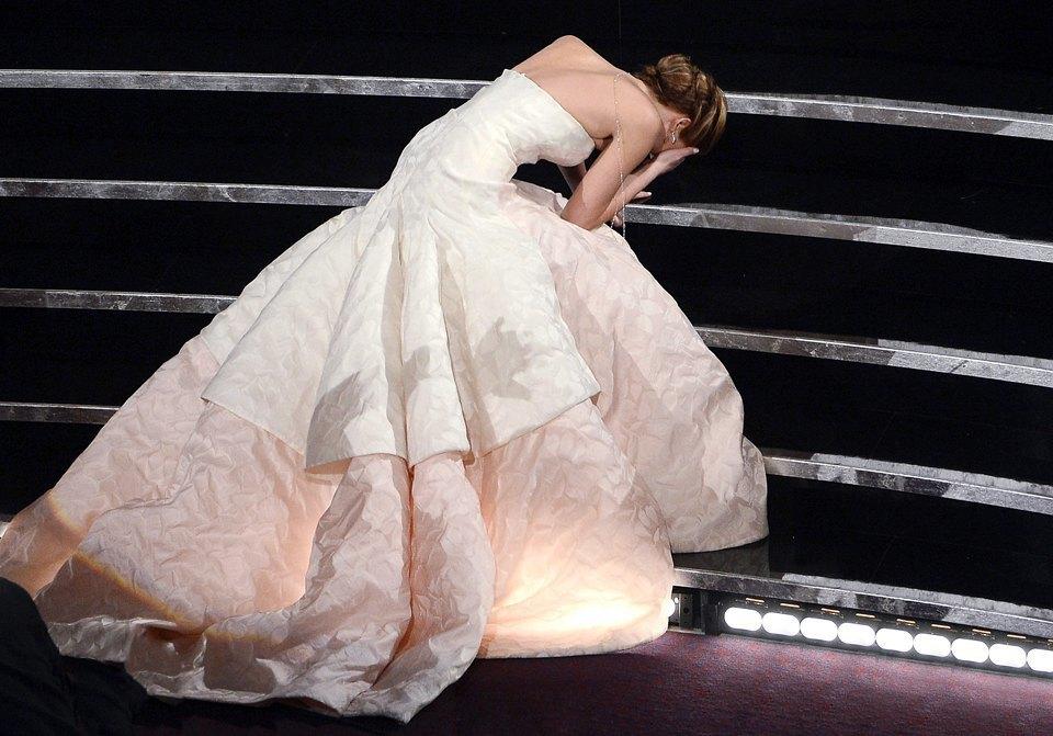 Дженнифер Лоуренс в платье Dior. Изображение № 6.