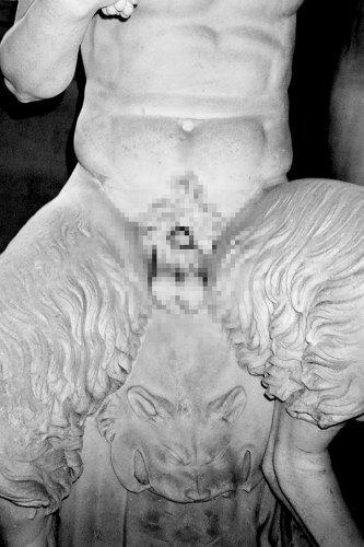 Питер Кааден адаптировал статуи к моральным принципам Facebook. Изображение № 4.