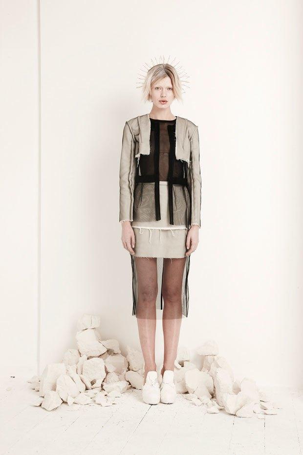 Phoebe English: Сдержанная одежда  в духе неоготики. Изображение № 3.