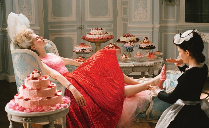 Кирстен Данст в «Марии-Антуанетте». На ней топ и юбка Dior. Изображение № 11.