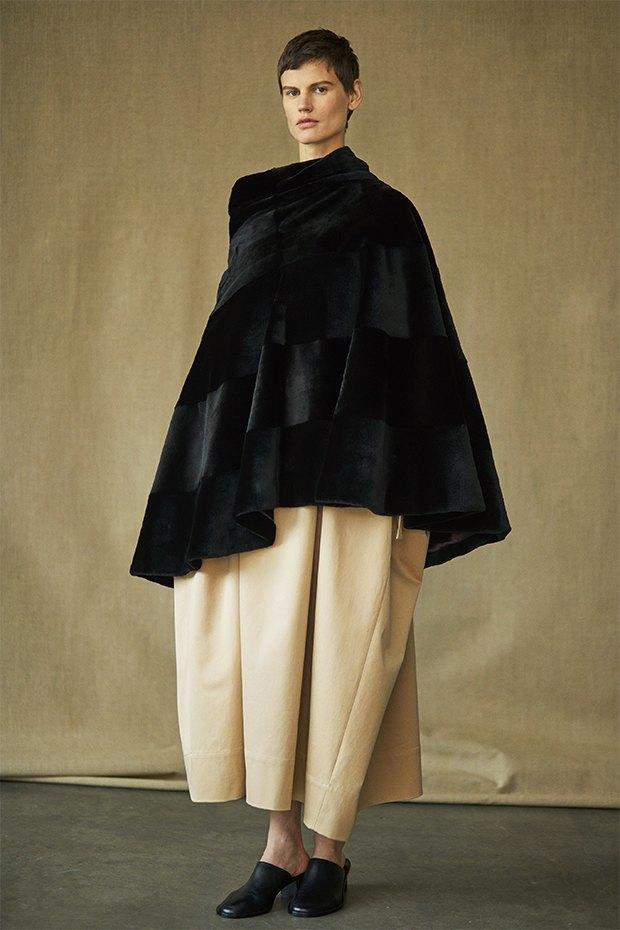 Саския де Брау в лукбуке новой коллекции The Row. Изображение № 5.