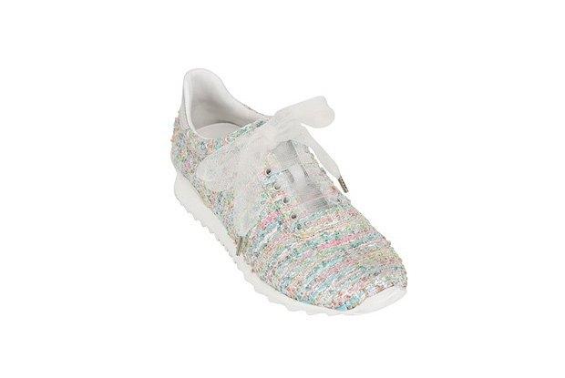 По следам Chanel: Luisa Via Roma и Casadei сделали кружевные кроссовки. Изображение № 1.