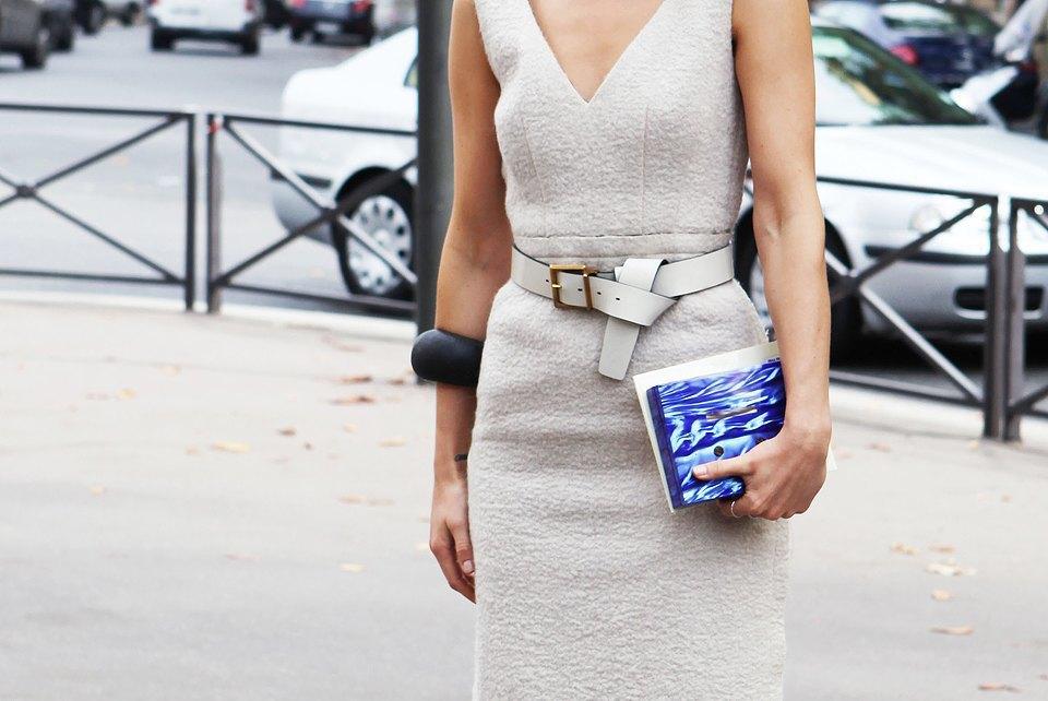 Пастельные цвета  и широкополые шляпы на гостях  Paris Fashion Week. Изображение № 20.