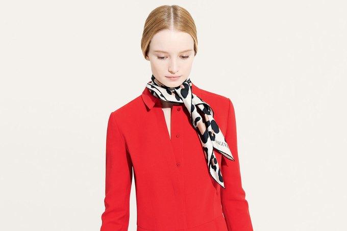 Цветы и леопард в коллекции шелковых платков Valentino. Изображение № 2.