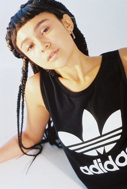 Петра Коллинз сняла рекламную кампанию adidas Originals x Urban Outfitters. Изображение № 10.
