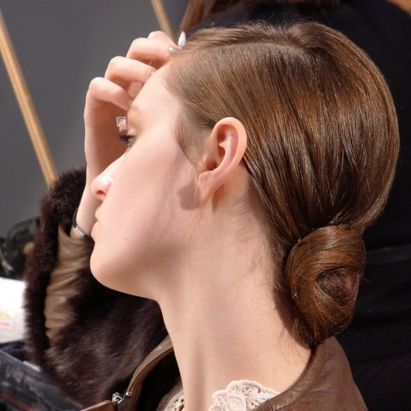 Milan Fashion Week: бэкстейдж Alberta Ferretti. Изображение № 11.