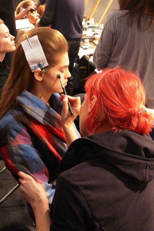 Milan Fashion Week: бэкстейдж показа Max Mara. Изображение № 17.