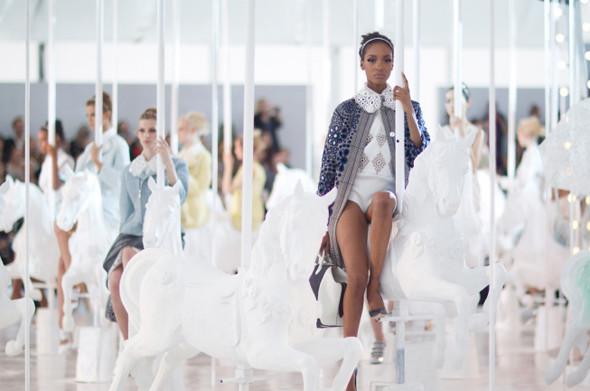 Джордан Данн на показе Louis Vuitton SS 2012. Изображение № 2.