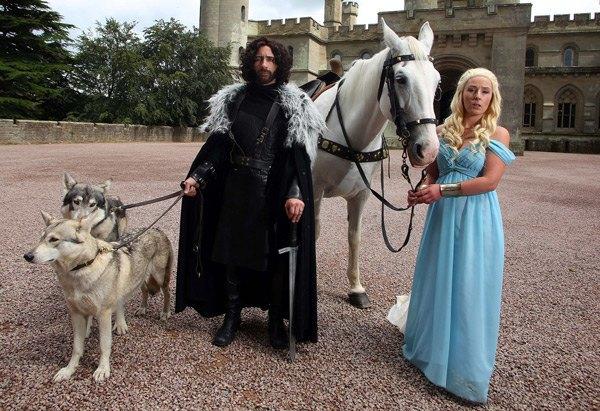 Британская пара поженилась в стиле «Игры престолов». Изображение № 5.