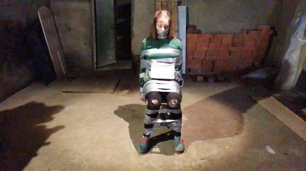 Трансляция со связанной девушкой оказалась «экспериментом». Изображение № 2.