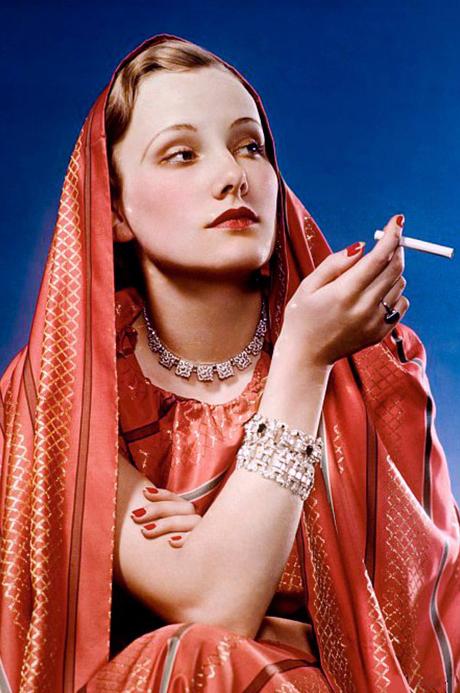 Факел «свободы»: Как табачные компании научили женщин курить под лозунгом равноправия