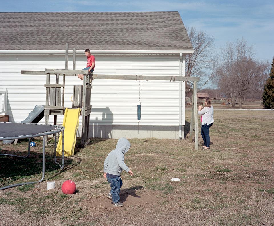 «In the Midst of Things»: Хроника взросления трёх обычных детей. Изображение № 15.