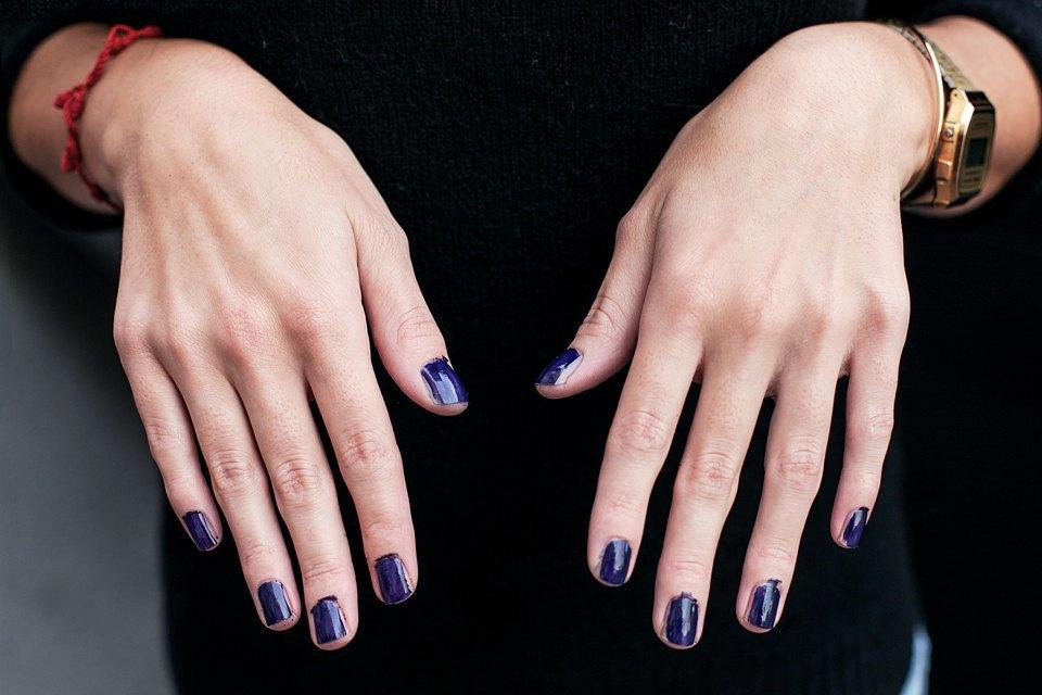 На ходу: Как накрасить ногти  в транспорте. Изображение № 3.