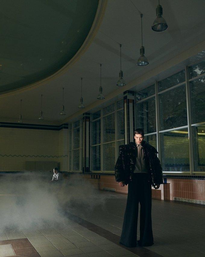SVMoscow показали новогоднюю съёмку в духе Хичкока. Изображение № 6.