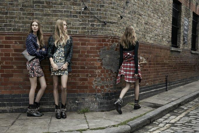 Модели на улицах Лондона в новой кампании Zara. Изображение № 17.