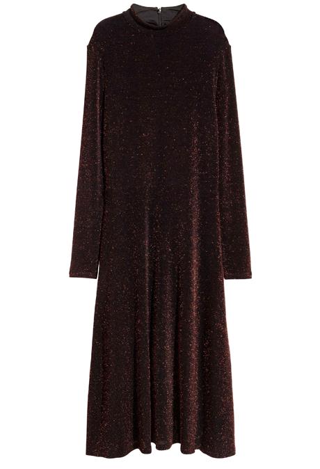 Воланы, бархат, блёстки: 20 красивых и недорогих платьев для Нового года. Изображение № 9.
