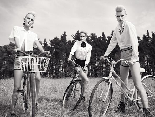 Ах, лето: Фэшн-съемки с велосипедами. Изображение № 15.