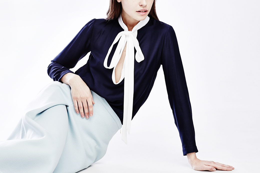 Что носить осенью:  7 женственных  блуз с бантом. Изображение № 1.