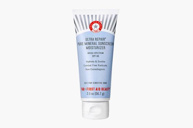 Увлажняющий солнцезащитный крем на минеральной основе First Aid Beauty Ultra Repair Pure Mineral Sunscreen SPF 40,  2464 руб.. Изображение № 9.