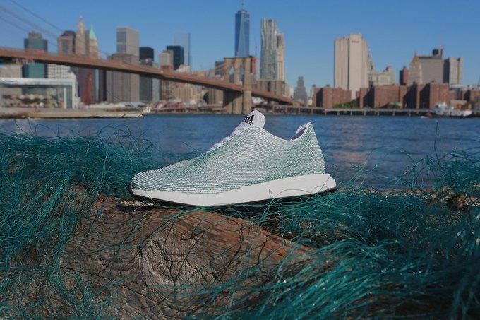 adidas показали кроссовки из переработанного океанического мусора . Изображение № 1.
