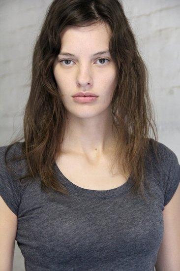 Аманда Мёрфи,  модель, открывшая  и закрывшая Prada. Изображение № 4.