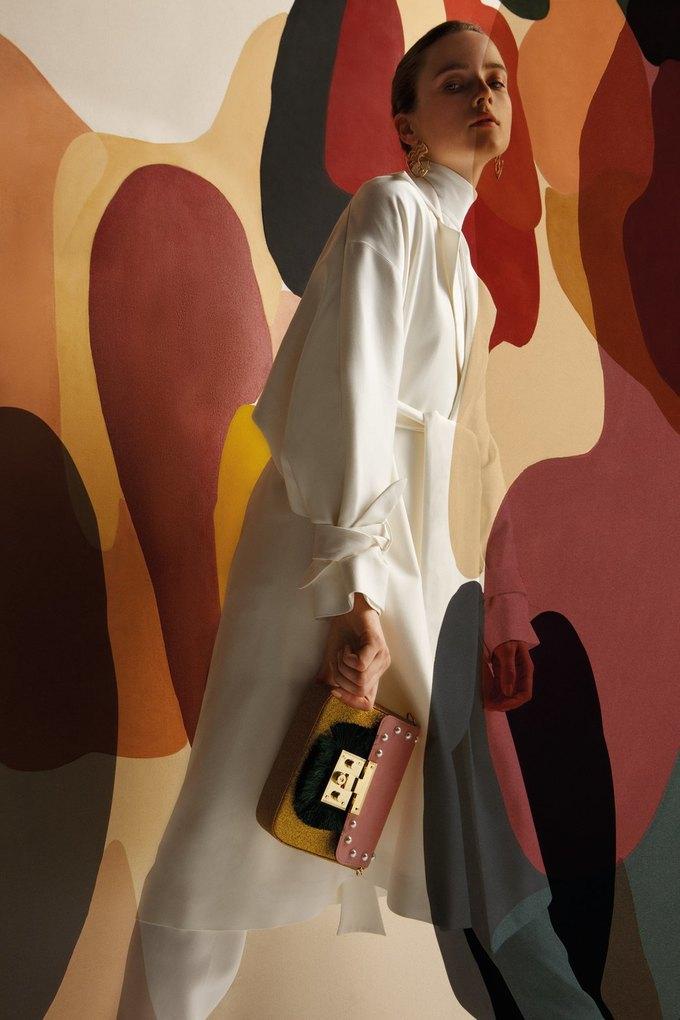 Полотна художницы Клаудии Валселс в новом лукбуке Uterqüe. Изображение № 7.
