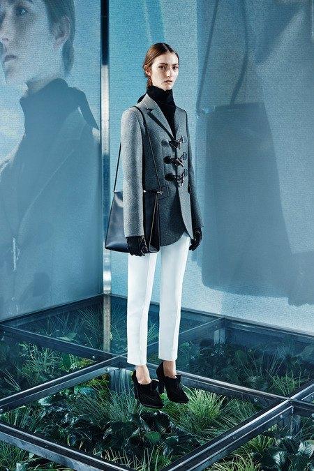 Крупная вязка и монохром в новой коллекции Balenciaga. Изображение № 16.