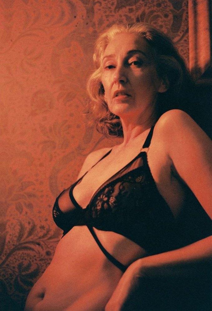 В новой рекламе белья Lonely снялась 57-летняя модель. Изображение № 5.