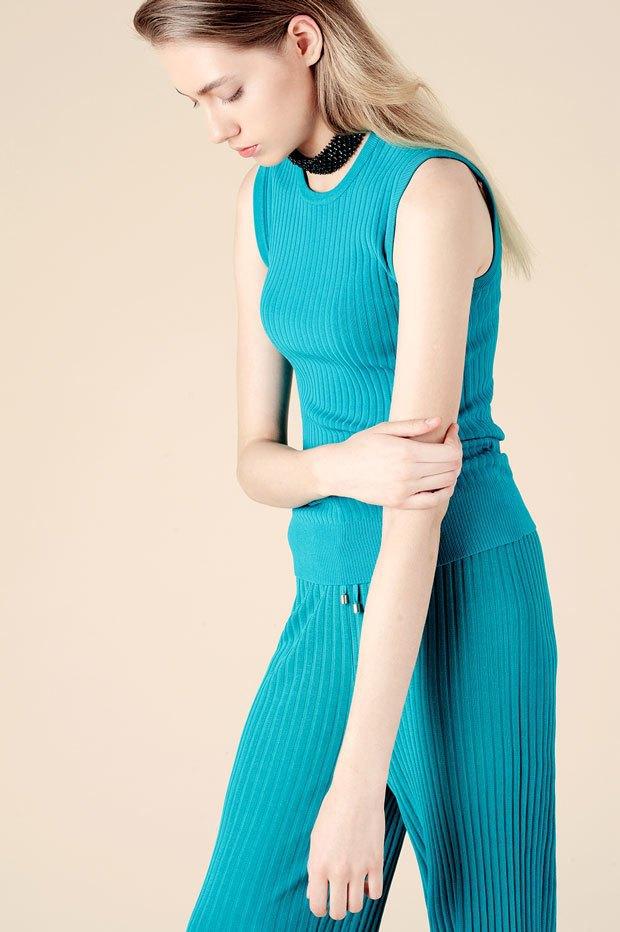 Вязаный тотал-лук:  Одеться в трикотаж  с ног до головы. Изображение № 4.