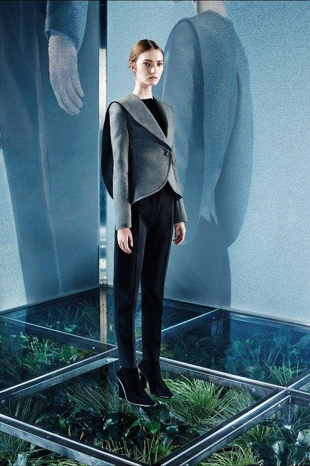 Крупная вязка и монохром в новой коллекции Balenciaga. Изображение № 2.