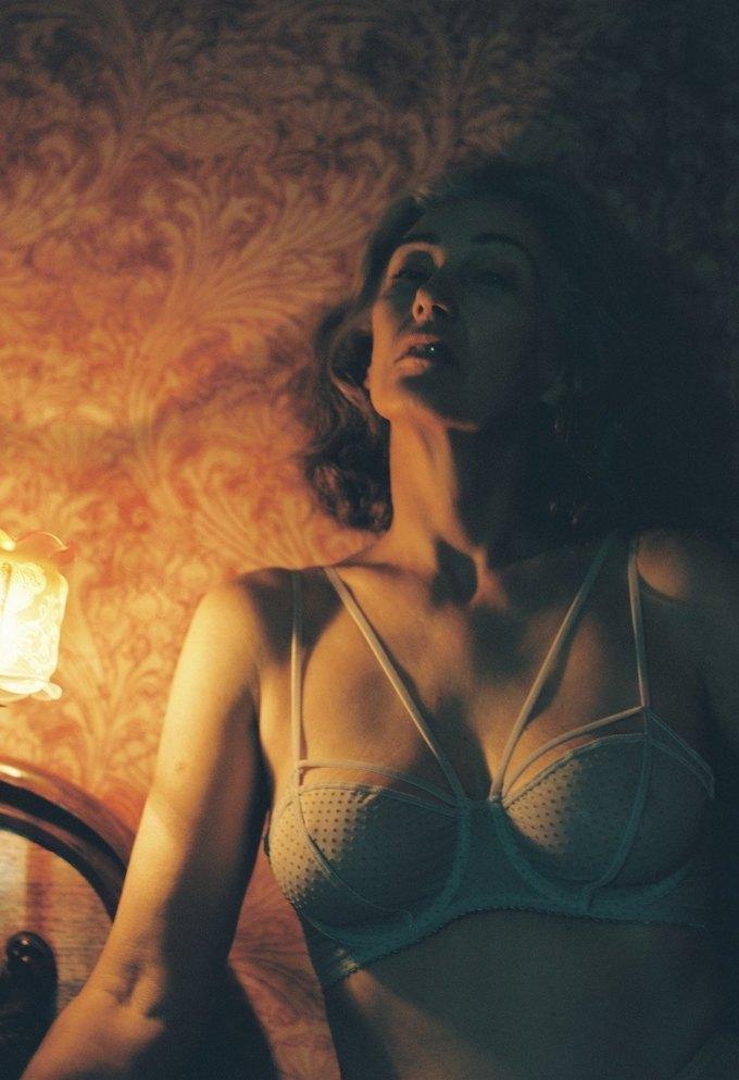 В новой рекламе белья Lonely снялась 57-летняя модель. Изображение № 3.