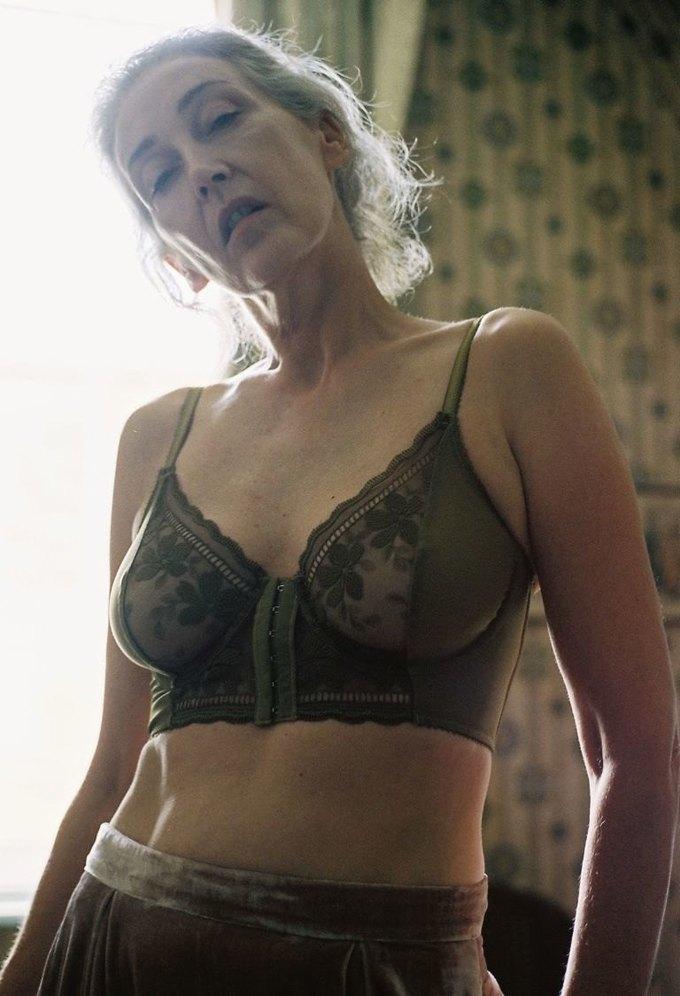 В новой рекламе белья Lonely снялась 57-летняя модель. Изображение № 4.
