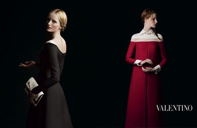 Valentino воссоздала фламандскую живопись для новой кампании. Изображение № 7.