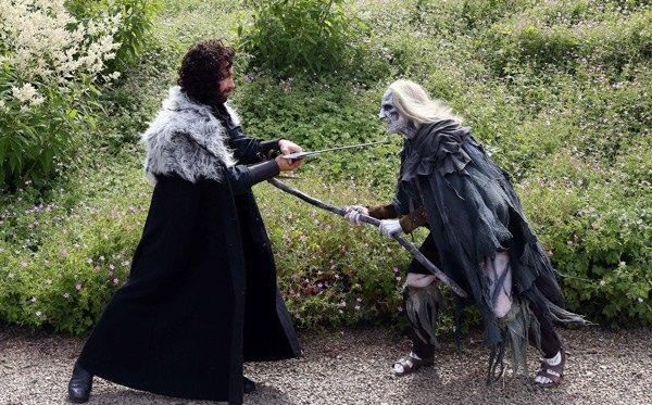 Британская пара поженилась в стиле «Игры престолов». Изображение № 10.