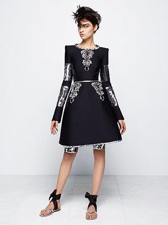 На показе Chanel Haute Couture были шлепанцы  и беременная модель. Изображение № 9.