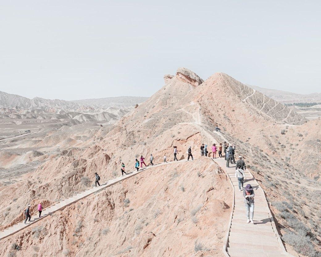 «Познавая мир»: Туристы  в китайской пустыне. Изображение № 12.