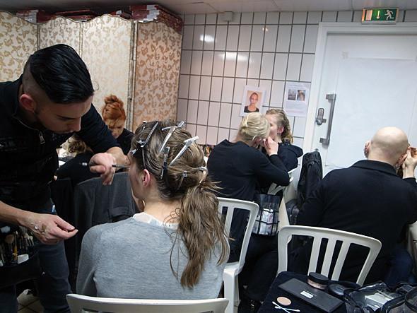 Бэкстейдж показа Hakaan FW 2011 на Парижской неделе моды. Изображение № 6.