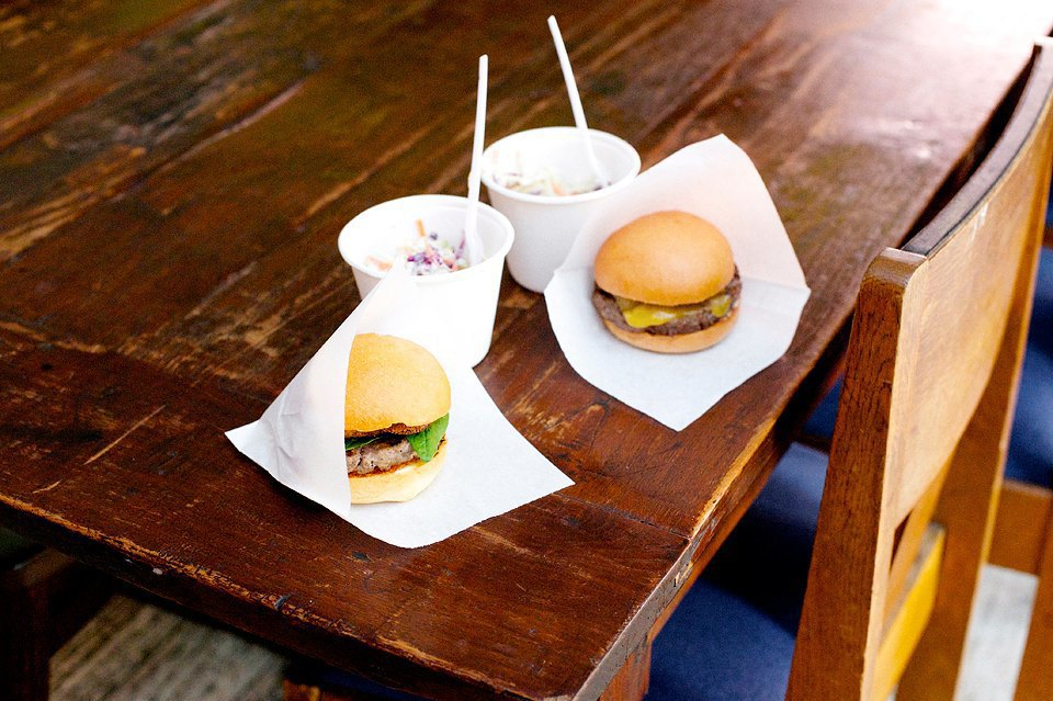 Наш фирменный бургер с томатно-имбирным соусом и бургер от шефа, второй по популярности, он же «Чеддер бургер». Изображение № 15.