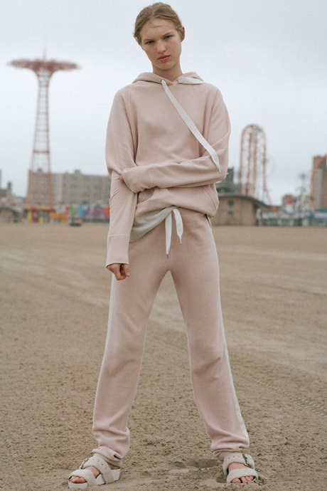 Как одеться в стиле 2000-х: 10 актуальных образов . Изображение № 2.