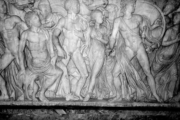 Питер Кааден адаптировал статуи к моральным принципам Facebook. Изображение № 3.