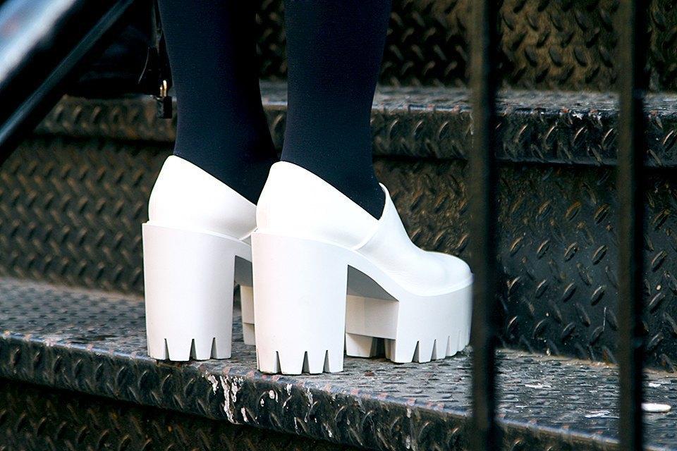 Стритстайл: Что носят на Нью-Йоркской неделе моды. Изображение № 29.