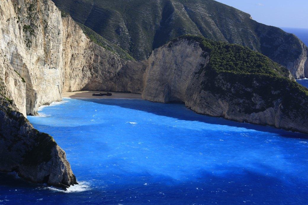 Вилла в Греции,  вдохновленная  Ивом Кляйном. Изображение № 3.